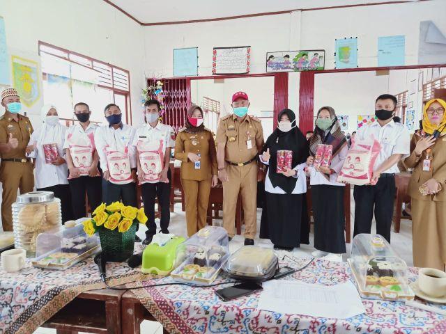 Sebanyak 3200 Sembako dibagikan untuk Guru Honorer Kabupaten Lampung Barat